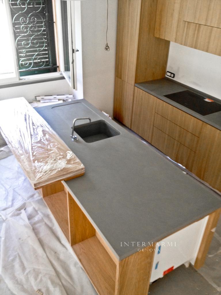 Casa molto elegante piani cucina in quazite grigia levigata for Piani casa michigan