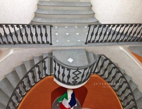 Ristrutturazione zona Alessandria – Scala interna in Luserna Fiammata con dadetti di Bianco Carrara