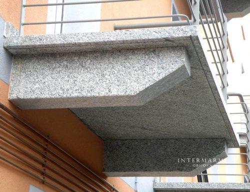 Balcone in Serizzo + Mensole